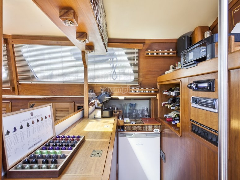 Bar y cocina del barco