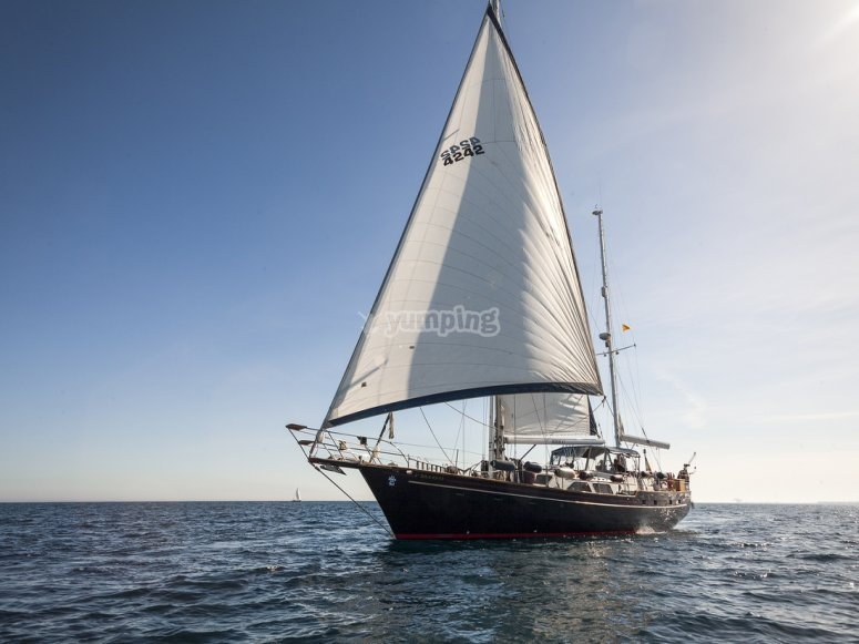 Barco de lejos