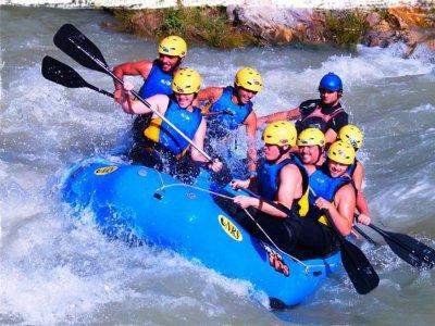 Hacer un descenso de rafting en el río Genil