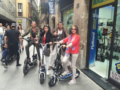 Tour in scooter elettrico e moto d'acqua a Barcellona