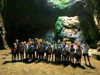 在洞穴里面