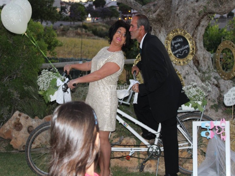 Wedding with a tandem bike