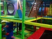 Parque infantil con hinchable en El Altet
