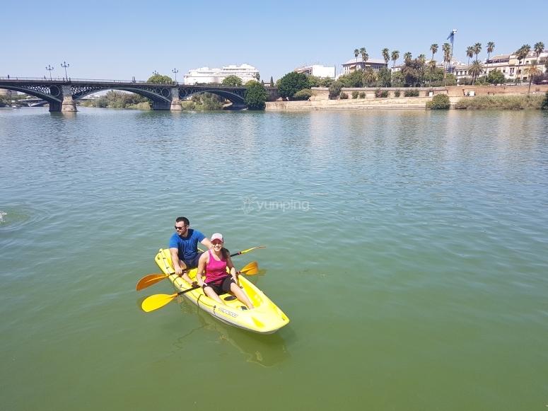 Kayak por las aguas del río Guadalquivir