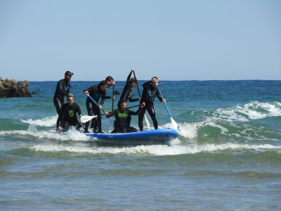 Paddle surf en tabla gigante en la costa de Bilbao
