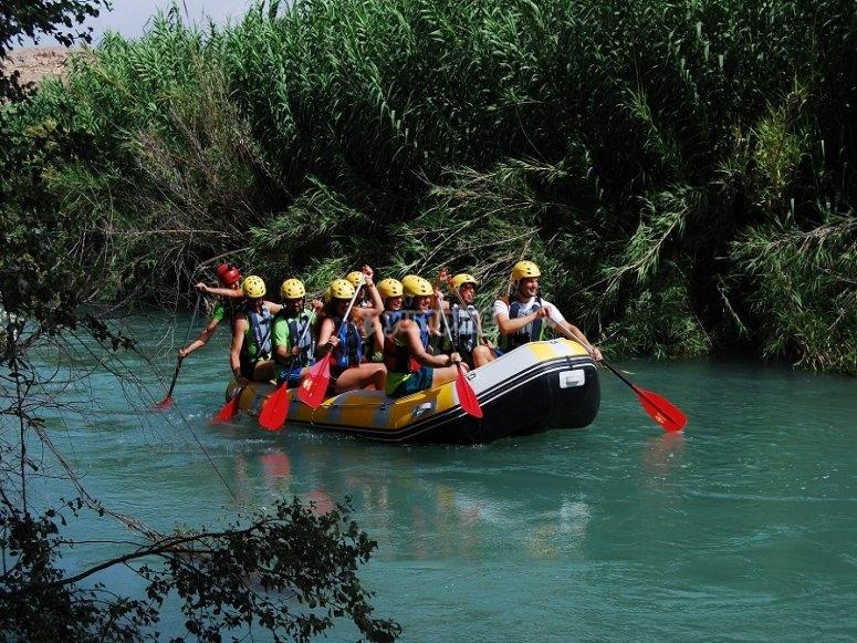Balsa de rafting en el Segura