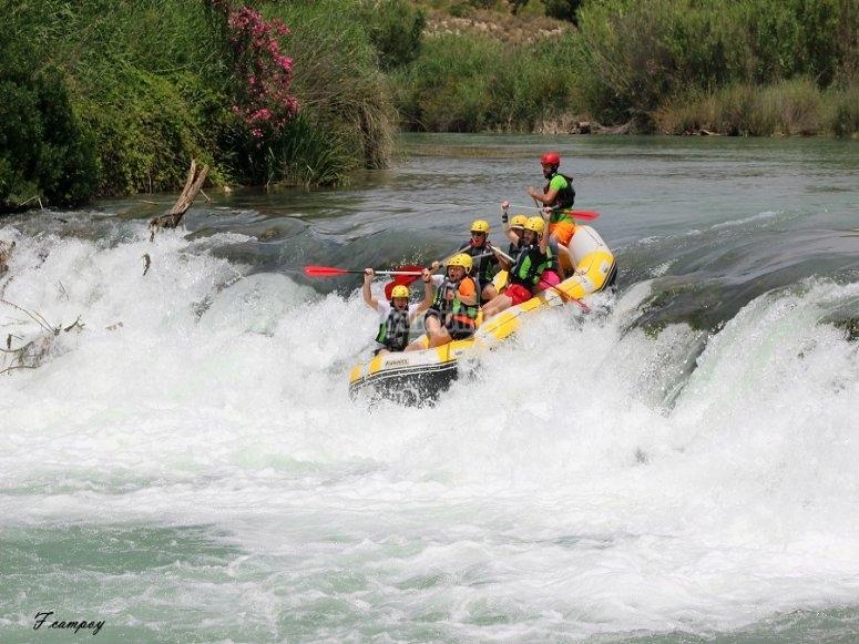 Rafting en aguas bravas en Cenajo
