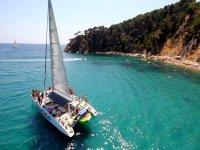 在布拉瓦海岸的团队建设的乘船游览