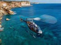 直升机飞行通过Palma de Mallorca 30分钟