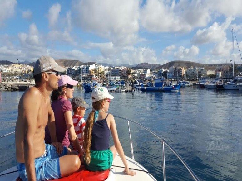 Viendo el paisaje desde el barco