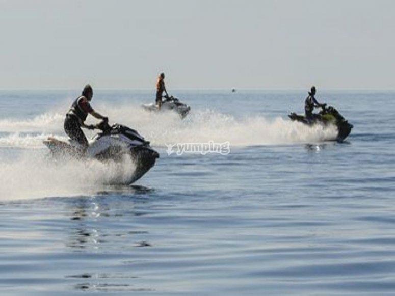 Grupo de motos de agua