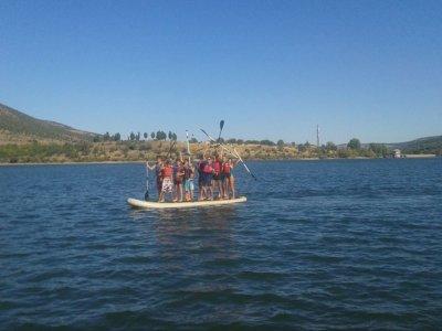 Lozoya的团队建设建造木筏和SUP
