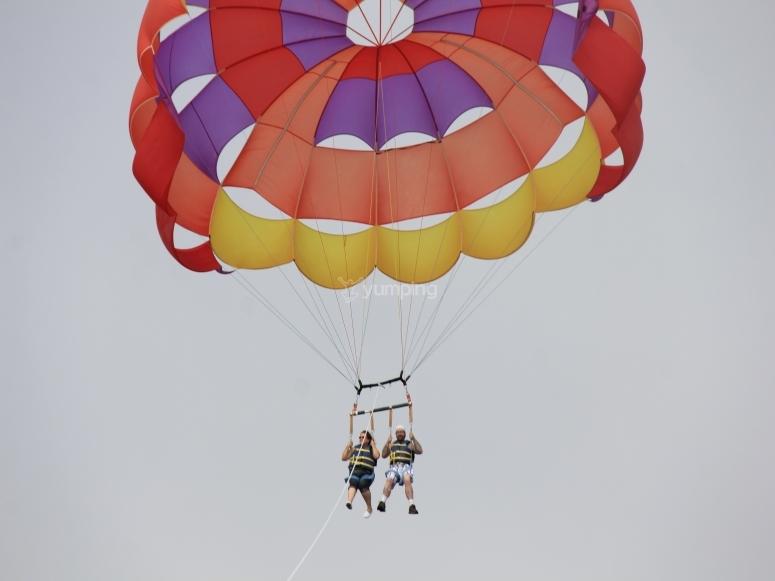 Adrenalina y diversion en paracaidas