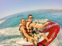 Selfie su una moto d'acqua