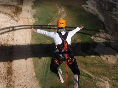 Salto de puenting en Cieza a 22 metros de altura