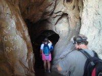 Accediendo a la Cueva de Belda