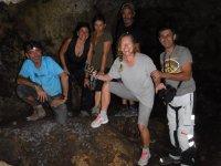 Grupo en las Cuevas de San Marcos