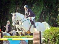 Prueba de saltos con el caballo