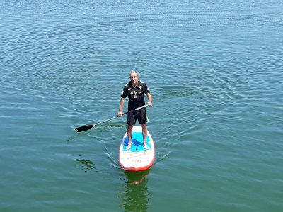 在阿尔科斯-德拉弗龙特拉出租桨冲浪