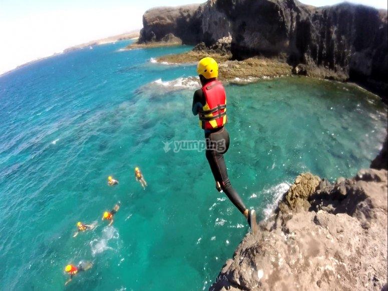 从悬崖上跳下