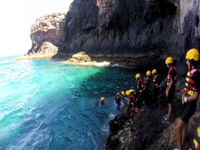 Hacer coasteering en Lanzarote con snorkel