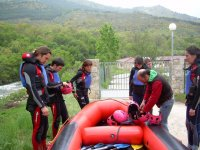 Desabrochando el casco de rafting