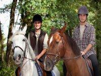 Sobre los caballos durante la ruta