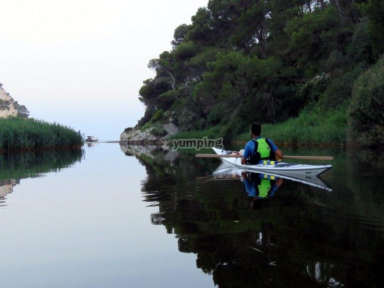 Relajate sobre el kayak