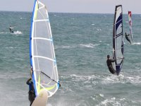 Practicando windsur en Tarragona