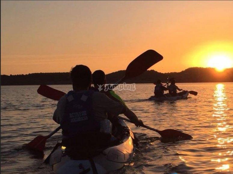 皮划艇,太阳落山时
