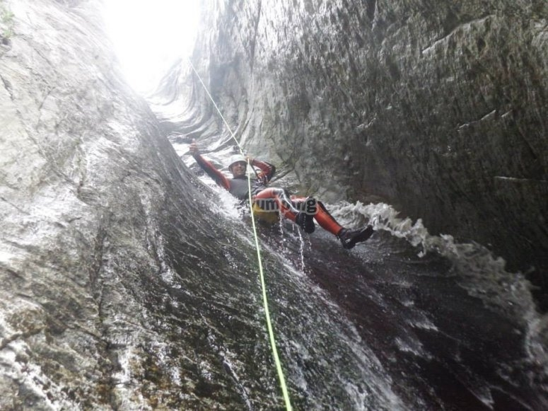 Descending Les Anelles with the help of a rope