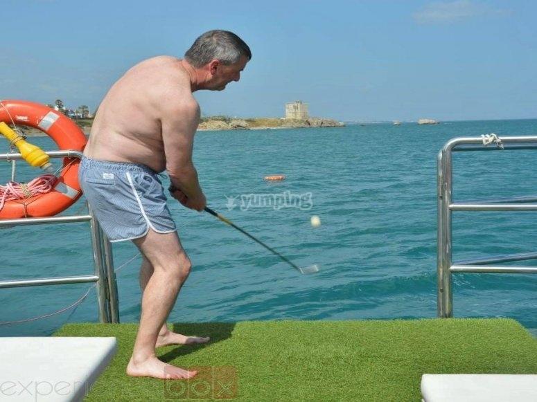 船上打高尔夫球