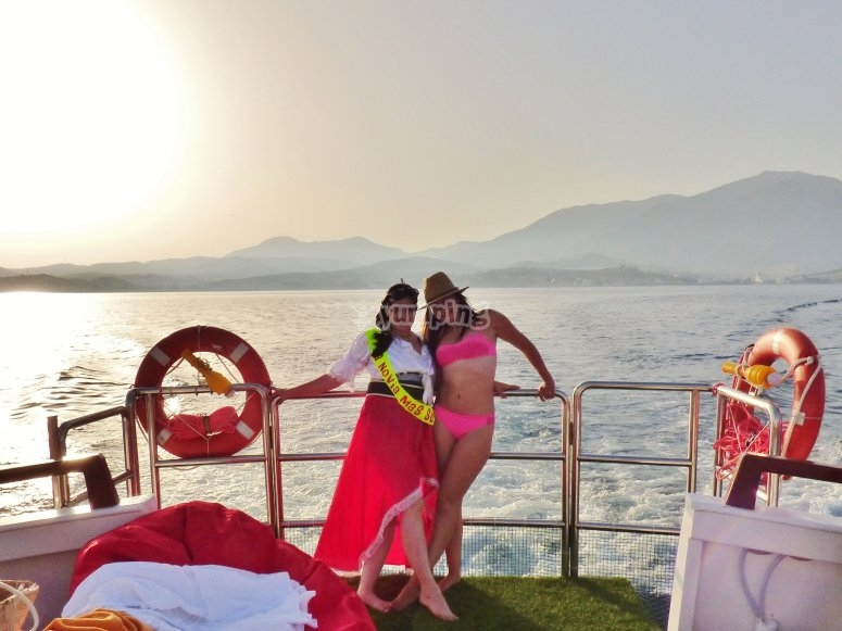 En la proa del barco en Estepona