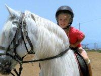 Subida al caballo de crines blancas