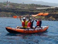 Subiendo los remos en el kayak