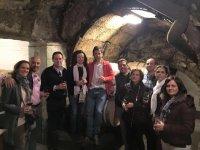 我们的导游参观之一的葡萄酒爱好者