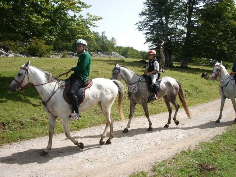 A caballo con peques en la ruta