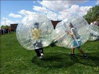 Fútbol burbuja con amigos