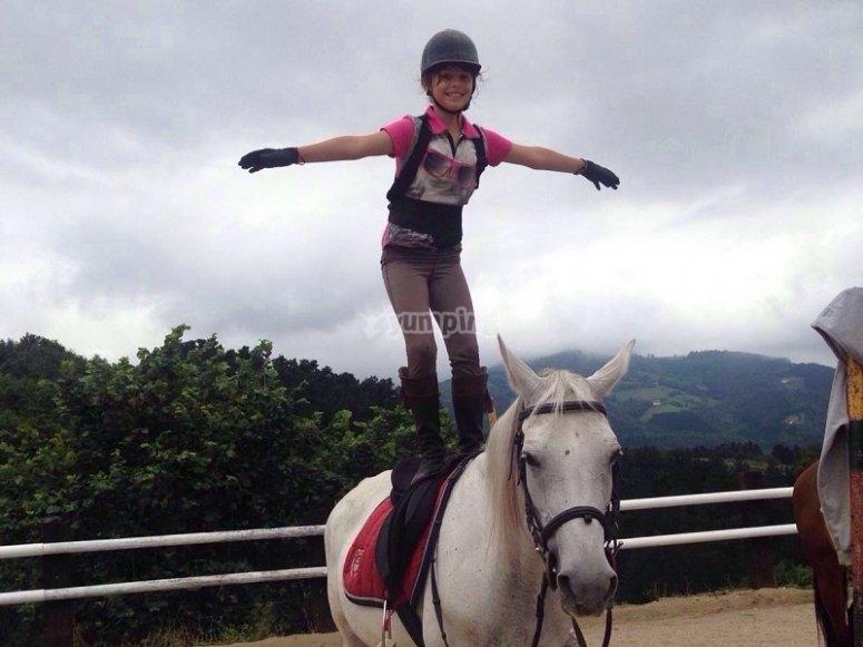 Equilibrios sobre el caballo en Zaldibia