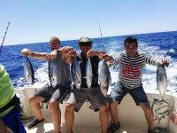 显示船上的渔获物