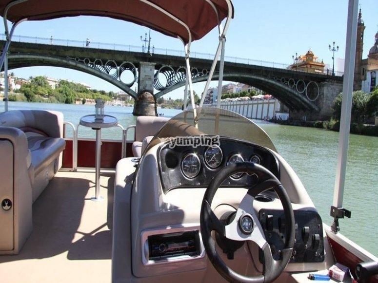 Contempla Sevilla desde el rio