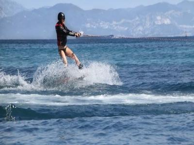 Sesión de wakeboard en Tarifa