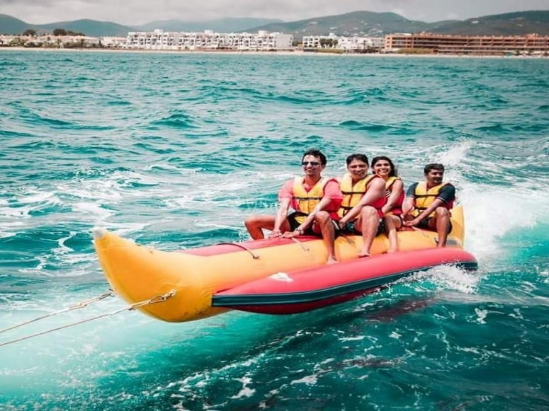 Mantieni l'equilibrio sulla banana boat attraverso Ibza