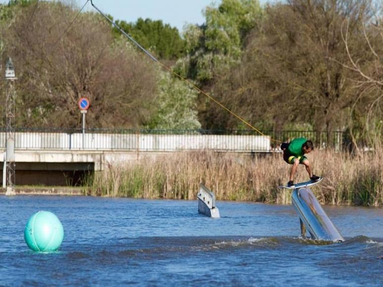 水上乐园滑板