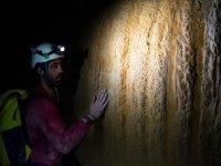Espeleología en las cuevas de las Lamias