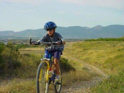半天在Salomó租用儿童山地自行车