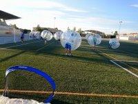Jugando a futbol burbuja