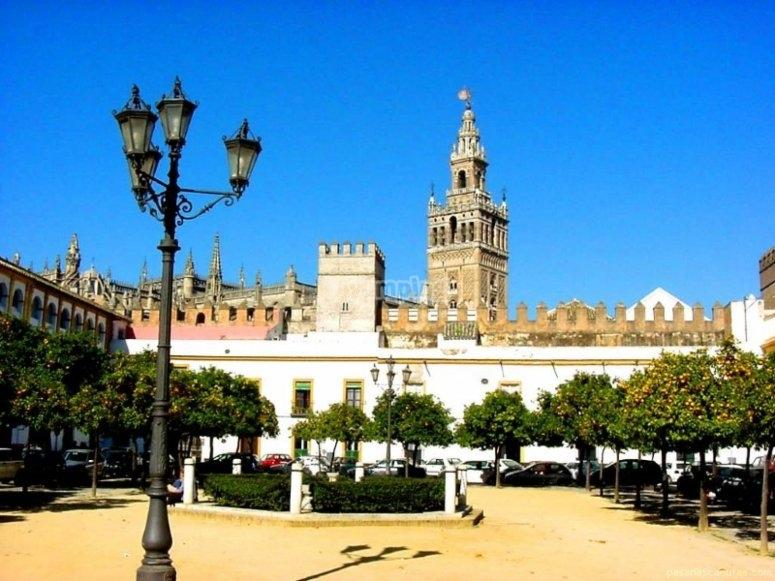Patio de Banderas en Sevilla