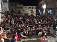 Fiesta nocturna durante el campamento en Caceres