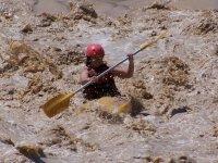 Lucha por salir de las aguas bravas